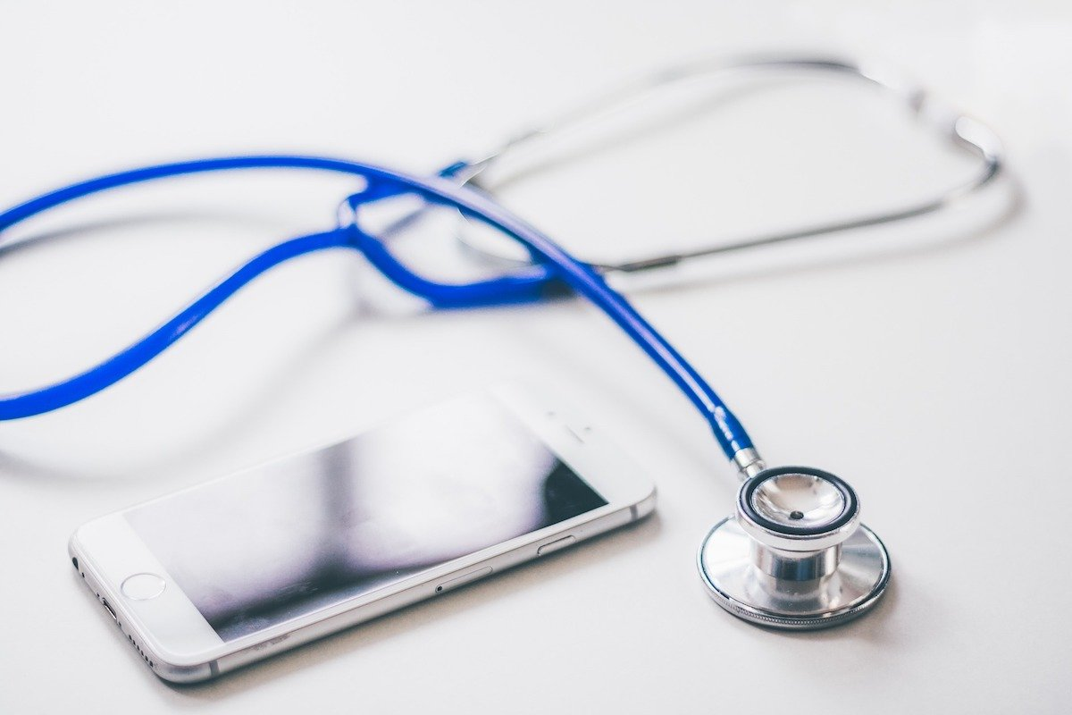 Secure Mobile Messaging in Healthcare: 4 Recommendations to Remain HIPAA Compliant